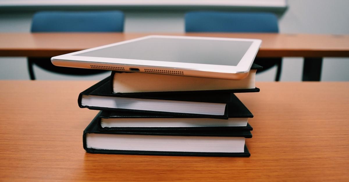 Fomentar la reutilització de llibres i material escolar com una forma de promoure el consum racional i sostenbile