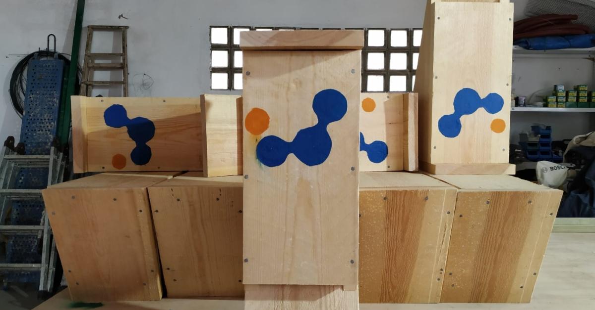 El Servei Prelaboral de la Fundació Pere Mata construeix caixes per a ratspenats