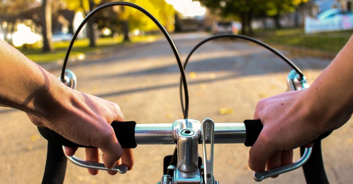 Detingut a Amposta per tres robatoris amb força de bicicletes de l'interior d'un pàrquing privat