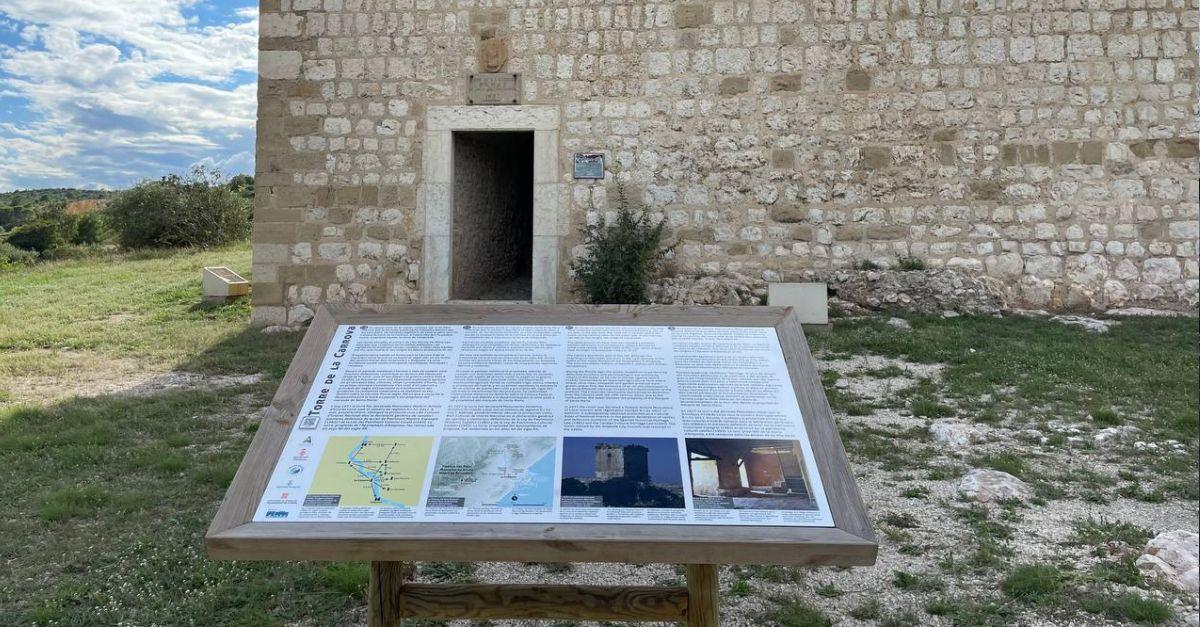 Es renova el panell informatiu de la Torre de la Carrova