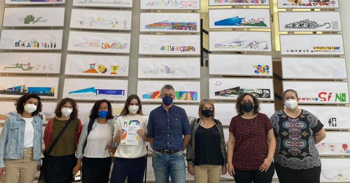Totes les propostes participants al concurs d'Art Mural Amposta Ciutat Diversa, en una exposició al Mercat Municipal