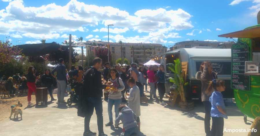 Èxit de participació en la tercera edició del Festival Food Trucks | Amposta.info