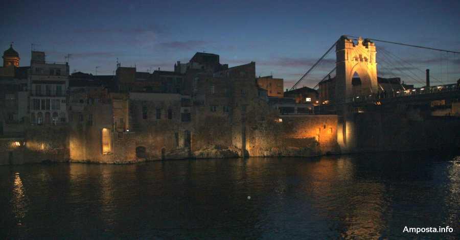 Amposta estrena la il·luminació de la renovada façana fluvial