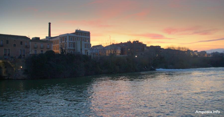 Amposta estrena la il·luminació de la renovada façana fluvial   Amposta.info