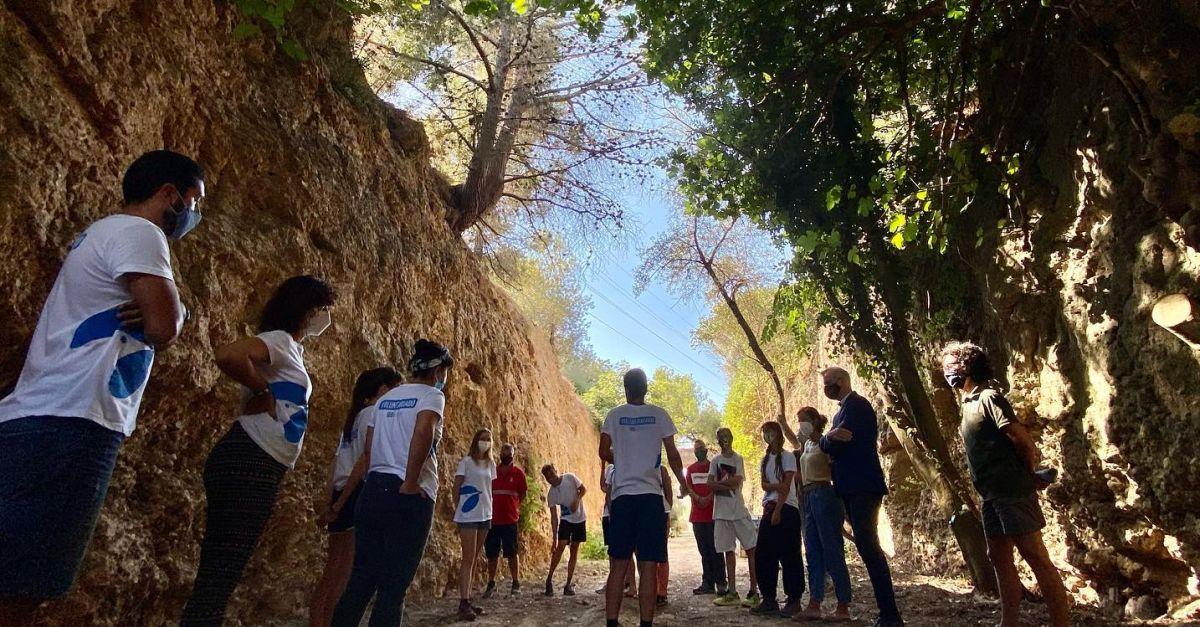 Una quinzena de joves recuperen la flora i la fauna d'un tram de la Val de Zafán