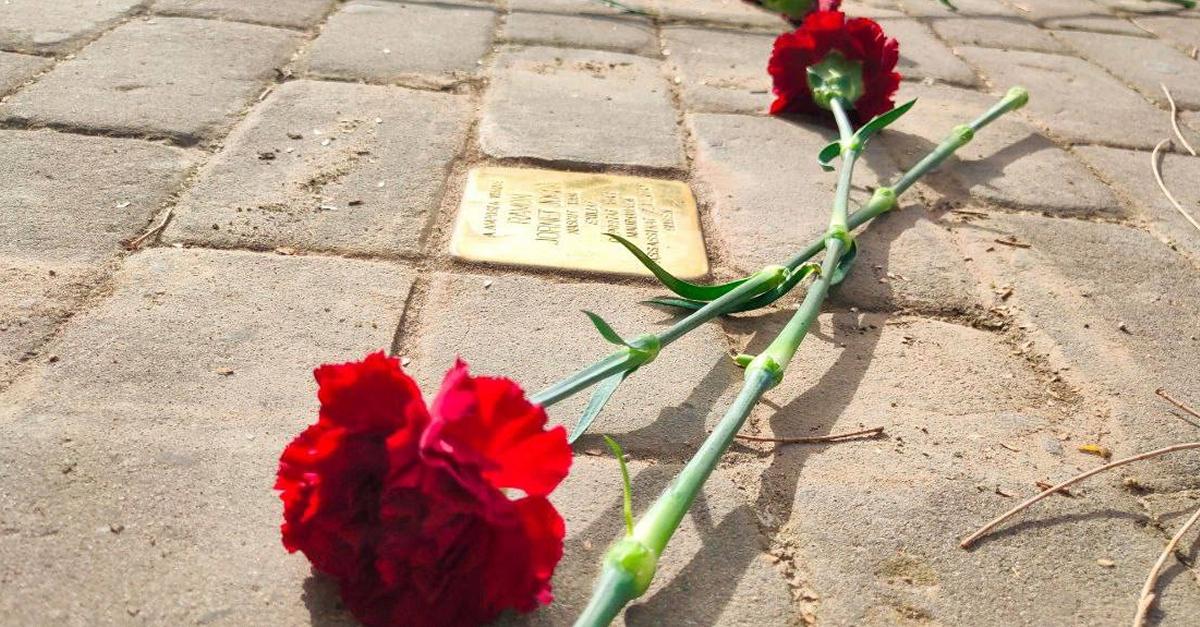 Les llambordes Stolpersteine recorden els deportats republicans ampostins als camps de concentració nazi