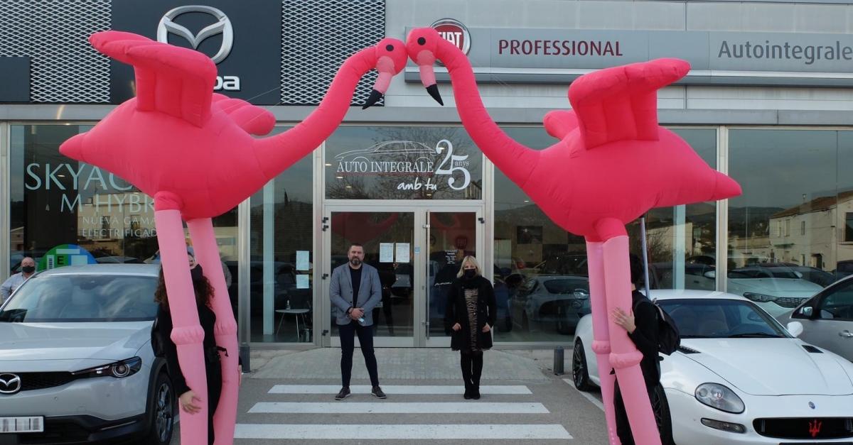 Motor 23 posa a la venda dos vehicles solidaris amb el projecte Emma, d'investigació en càncer de mama