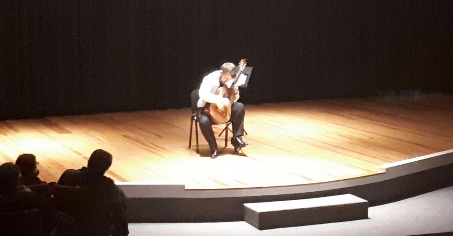 Recital de guitarra solidari a càrrec de Ferran Talarn | Amposta.info