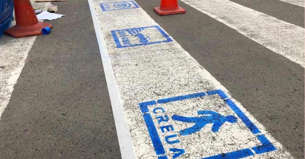Pictogrames als passos de vianants d'Amposta per augmentar la seguretat de persones del col·lectiu TEA | Amposta.info