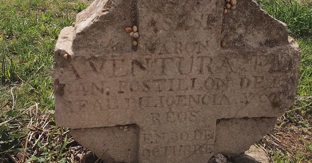 Recuperen d'una creu a Amposta vinculada a l'antiga diligència de Barcelona a València