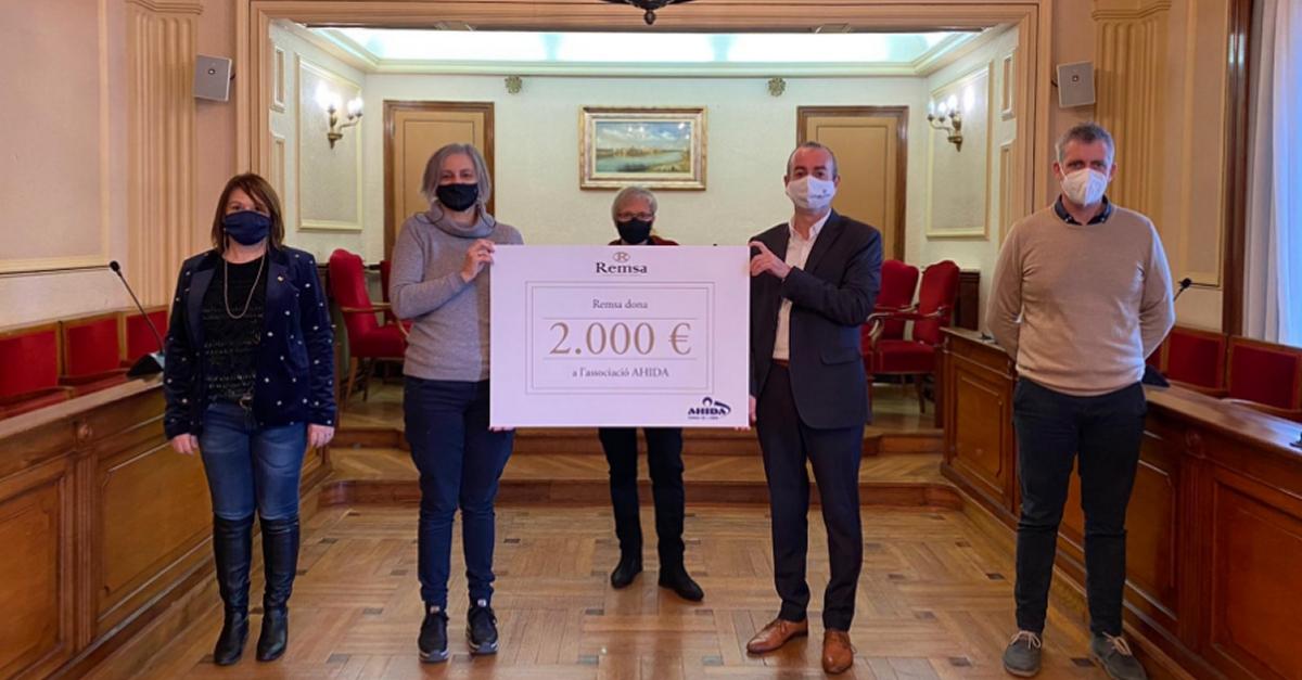 Remsa fa un donatiu de 2.000 euros a l'associació AHIDA en motiu de l'acció solidaria «Amposta amb Cor»