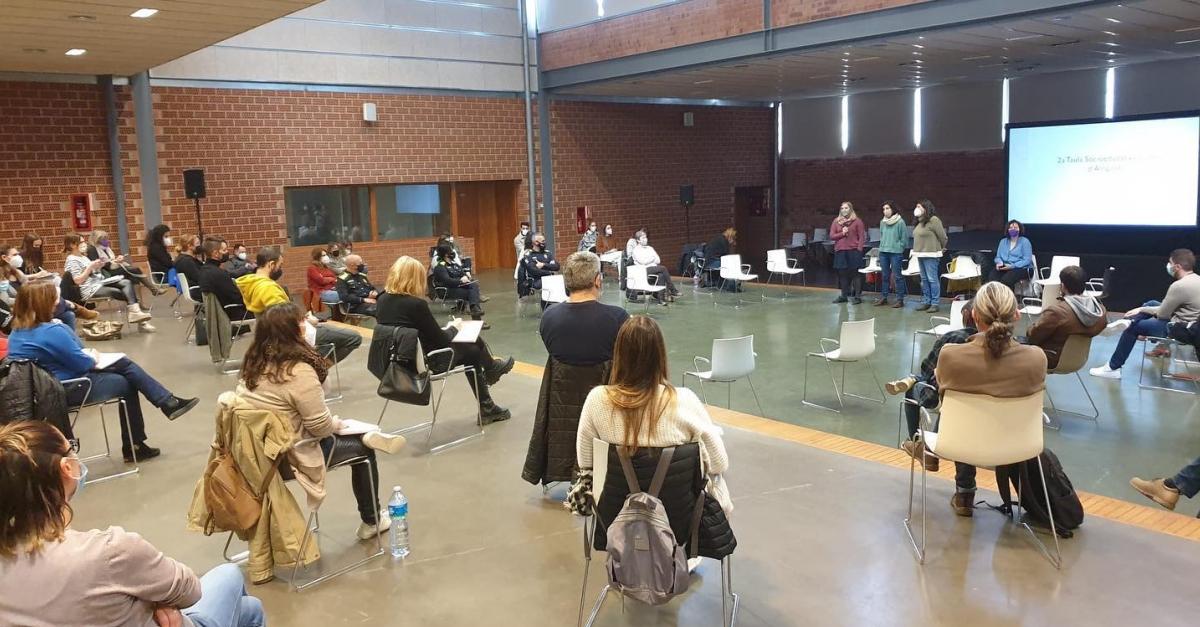 Més d'una seixantena d'agents socioeducatius d'Amposta es reuneixen en la segona trobada de la Taula Socioeducativa
