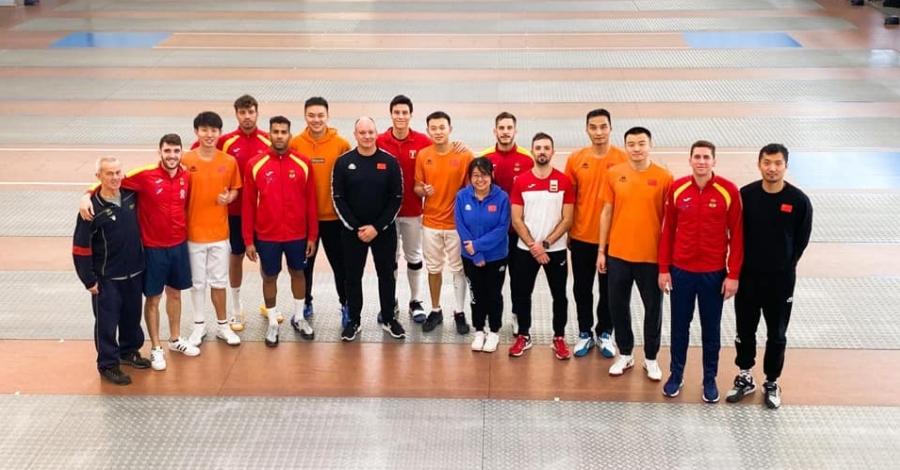 La selecció xinesa, peruana i espanyola d'esgrima es preparen al Centre de Tecnificació Esportiva | Amposta.info