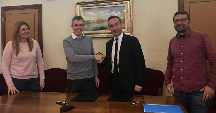 Nou conveni per a la gestió de l'edifici de serveis de l'embarcador d'Amposta | Amposta.info