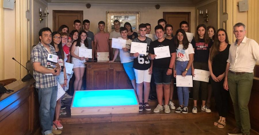 Alumnes de l'Institut de Tecnificació creen una taula de llum per als infants de La Sequieta