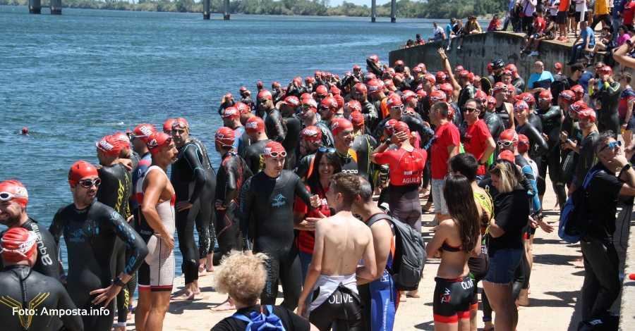 Més de 600 triatletes es donen cita al triatló d'Amposta